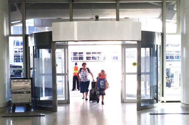 rotowind-air-curtains-doors-revolving-jfk-airport-new-york.jpg