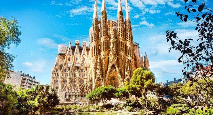 Sagrada-Familia-in-Barcelona.jpg