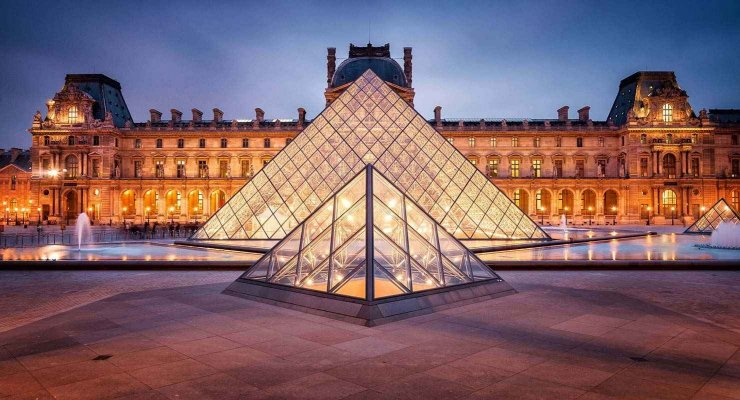 Louvre museum in Paris.jpg