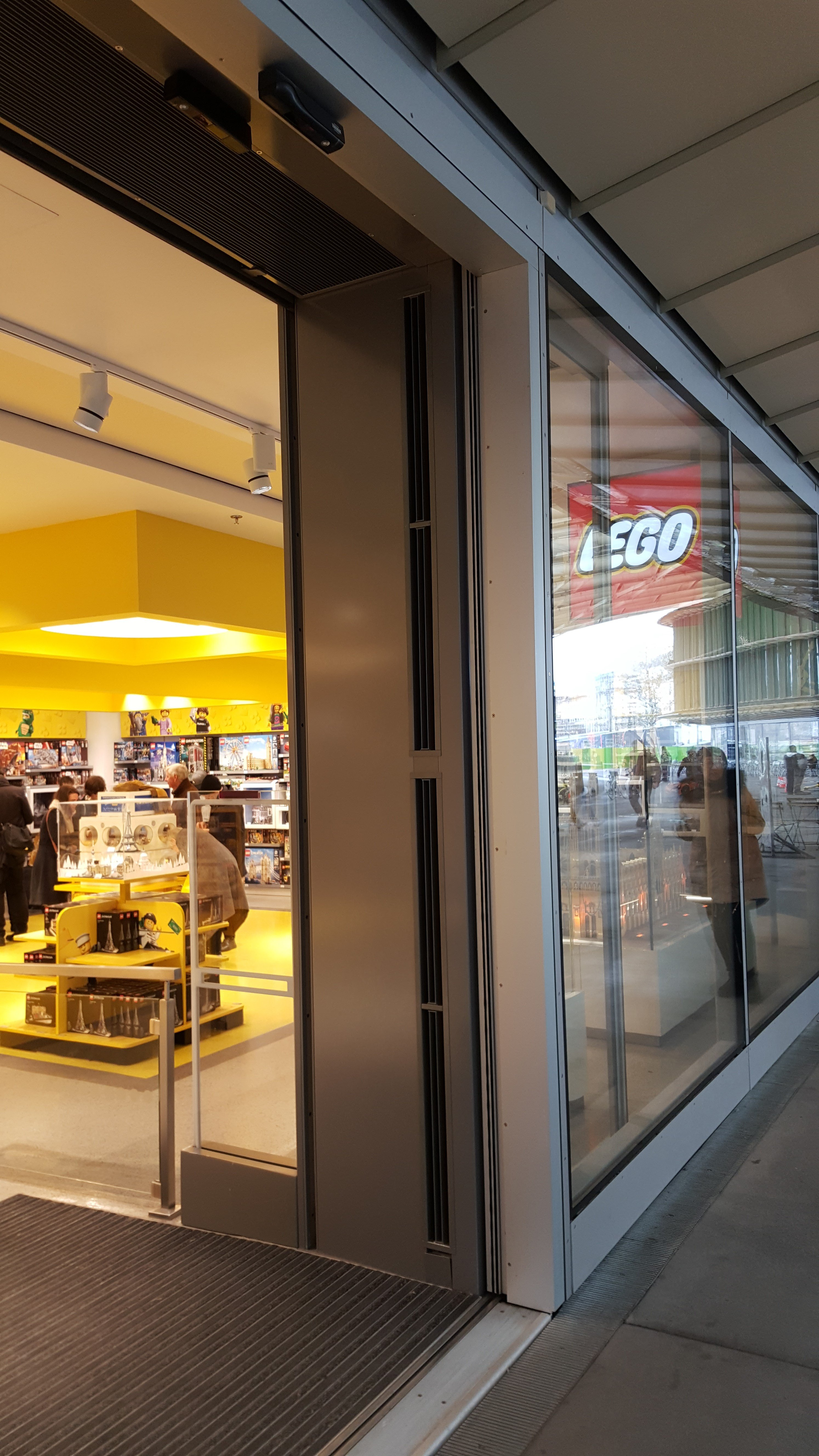 Invisair Air curtain Lego Store