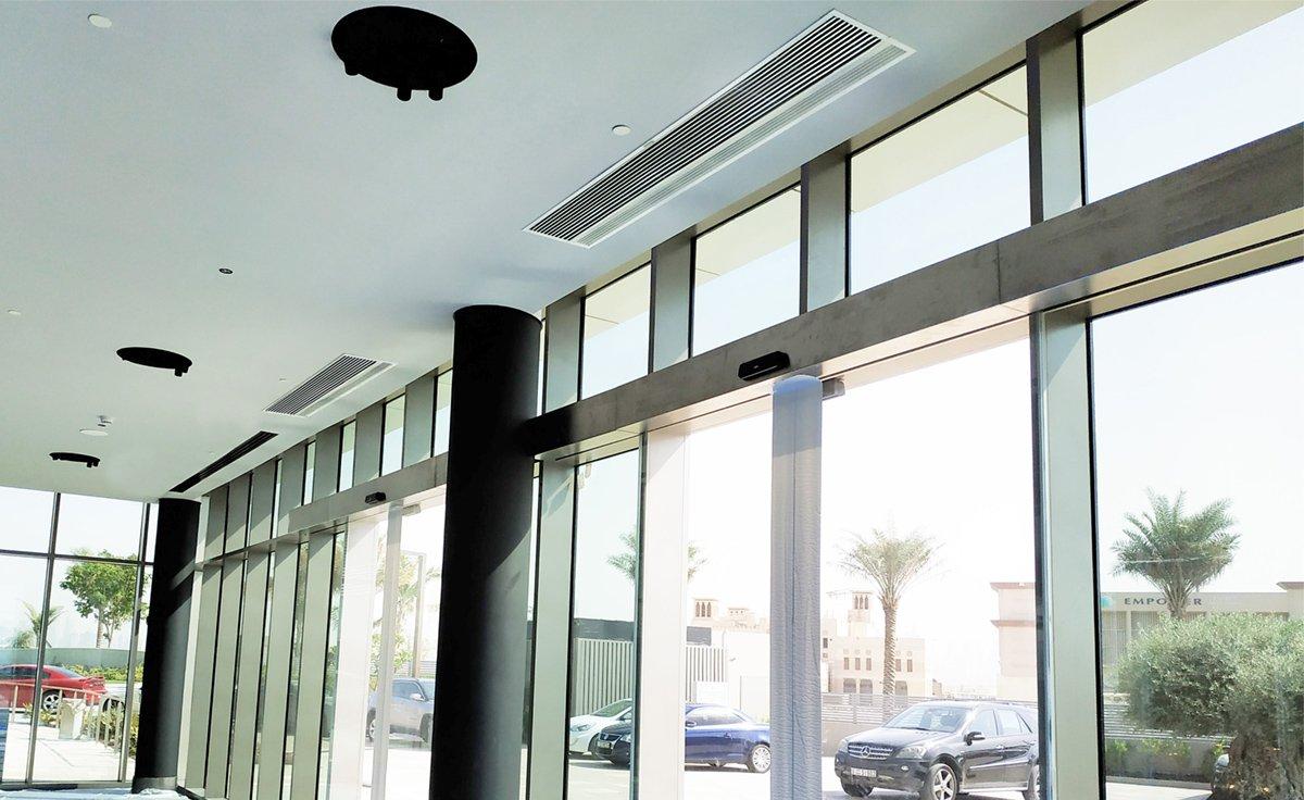 Süllyesztett Compact légfüggöny Dubajban