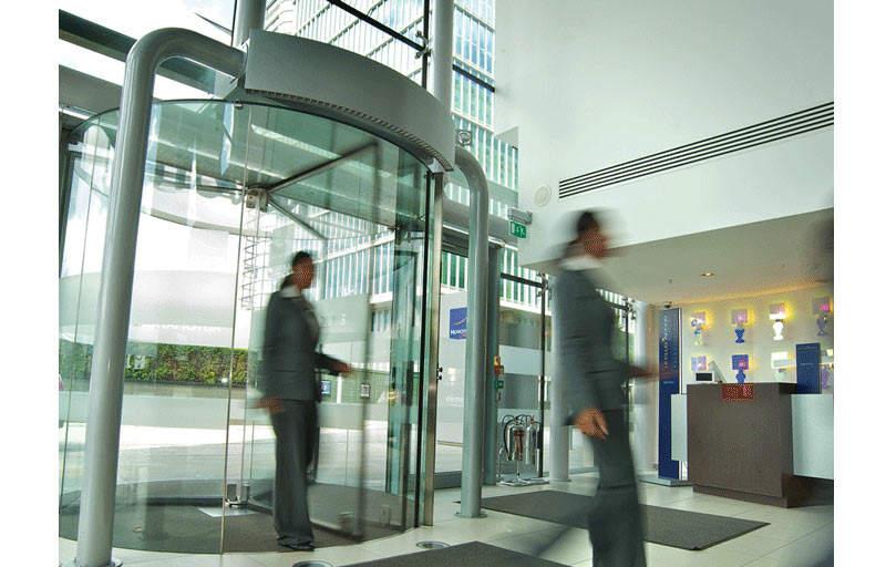 airtecnics-air-curtains-cortina-aire-rotowind-puertas-giratorias-revolving-doors-11