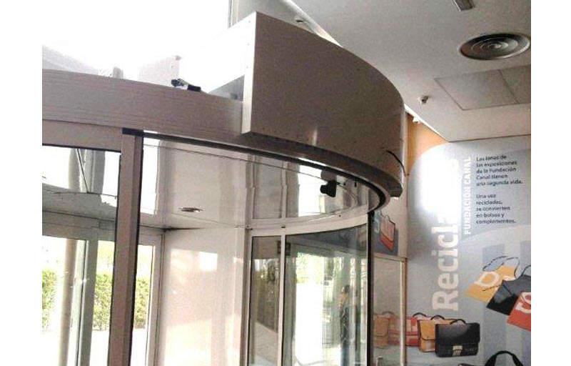 airtecnics-air-curtains-cortina-aire-rotowind-puertas-giratorias-revolving-doors-3