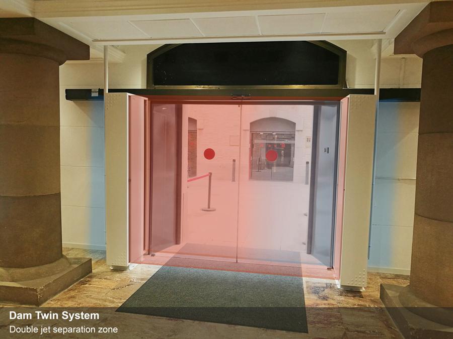 Dam Twin rendszer alkalmazása egy extrém körülményekkel rendelkező épület bejáratánál.