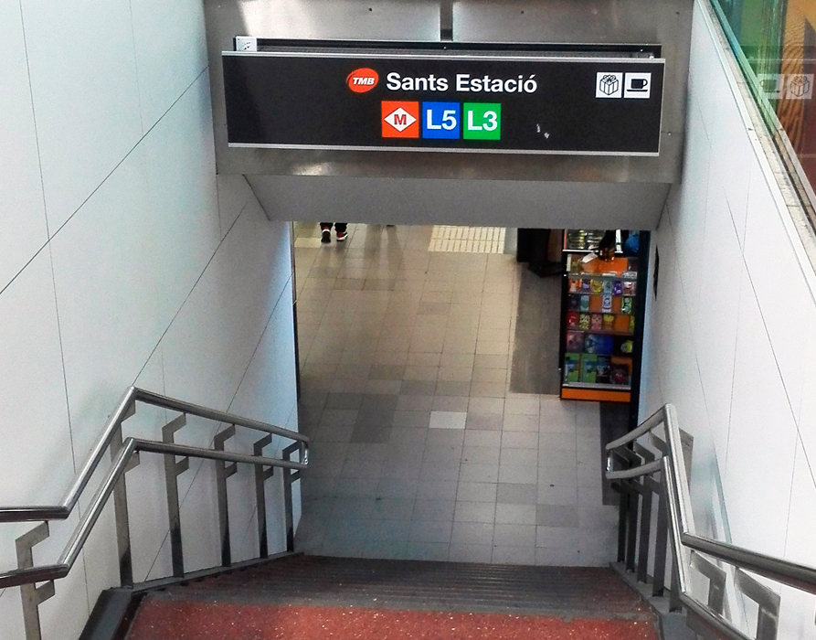 Zen air curtain at the accesses to the Barcelona metro at Sants station