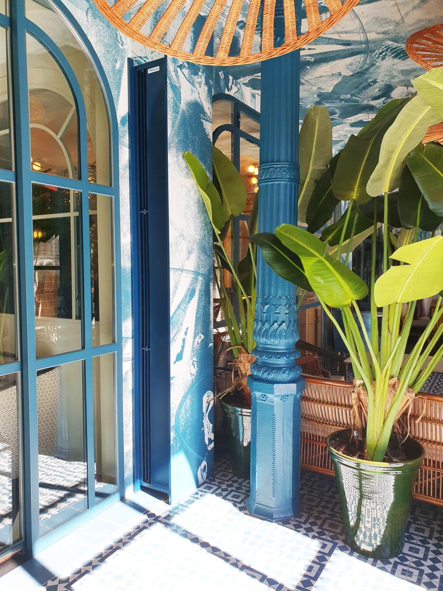 Inslatación de una cortina de Aire Zen en el acceso del restaurante del Hotel Regina en Madrid.